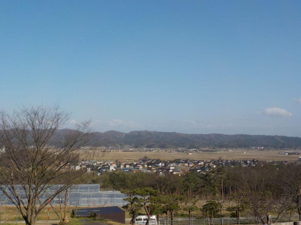 鎌田養鶏さんの駐車場から見えるのどかな風景