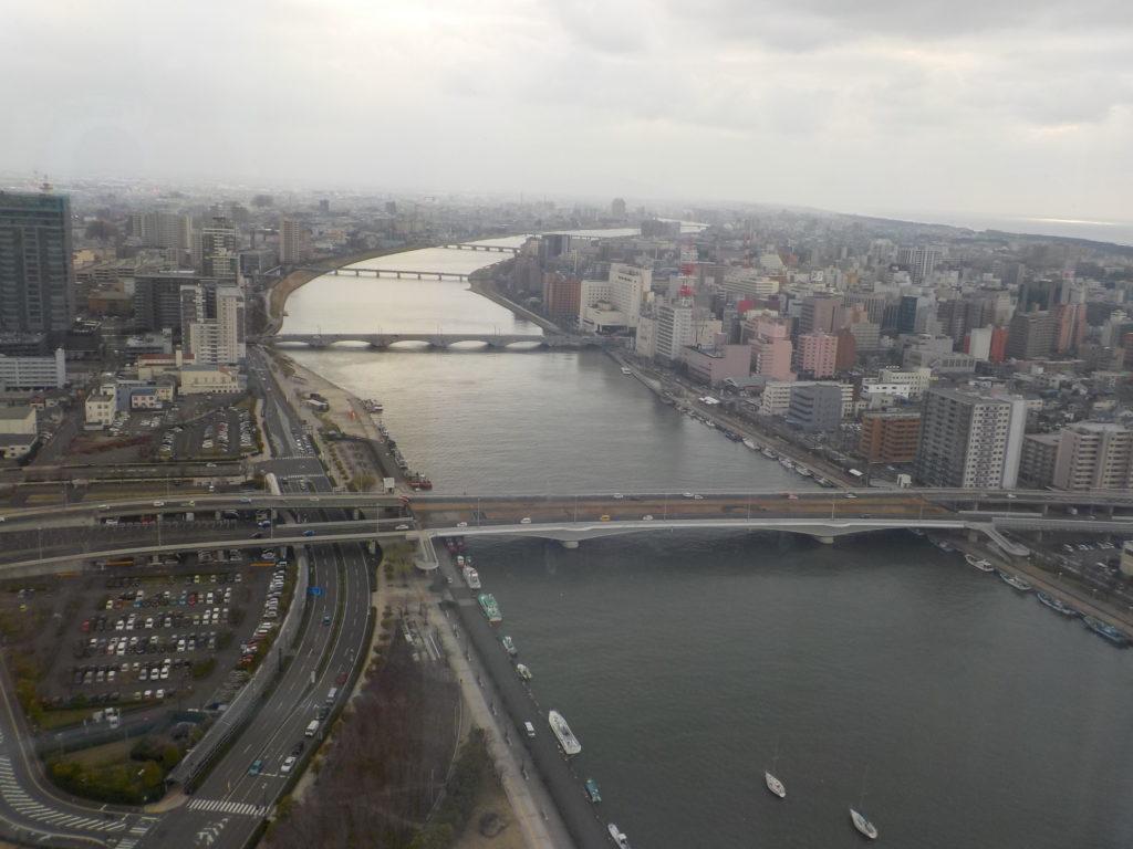 朱鷺メッセ展望室から信濃川上流方面の景色