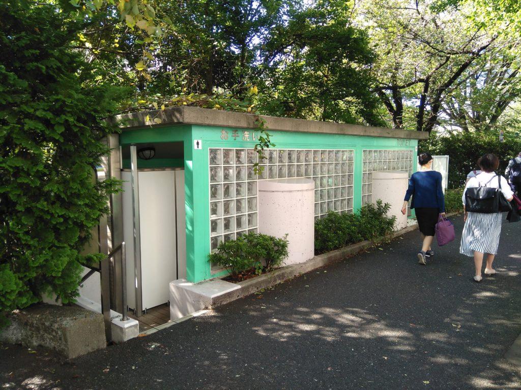 市谷見附交差点近くの公衆トイレ