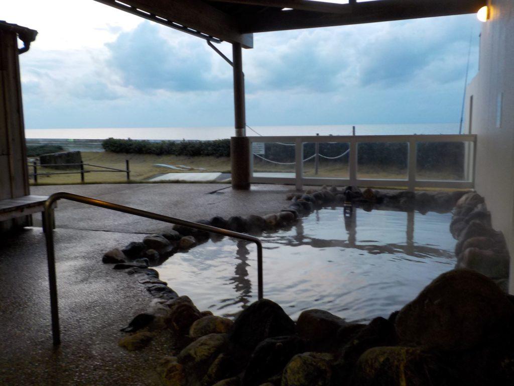 きんぱちの湯岩風呂の露天風呂
